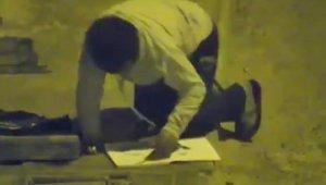 iş adamı, sokak lambasında ders çalışan çocuğa ev bağışladı