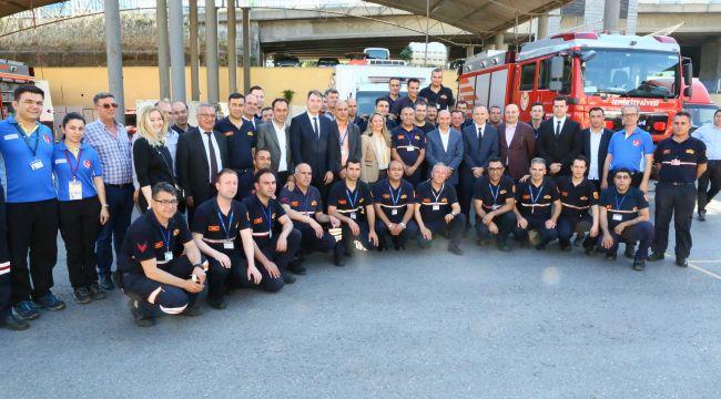 İtfaiye personelini ziyaret eden Başkan Tunç Soyer:'Sizlerle gurur duyuyorum'