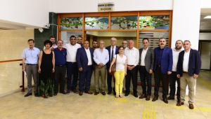 İzmir Milletvekili Kani Beko'dan Başkan Karakayalı'ya Ziyaret