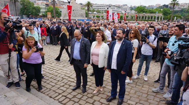 İzmirliler İlk Kurşun'dan Cumhuriyet'e yürüdü