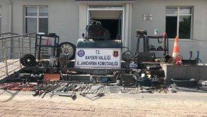 Jandarmanın durdurduğu araçtan 450 parça çalıntı malzeme çıktı