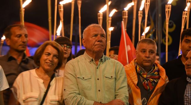 Kemalpaşa'da 19 Mayıs Çoşkusu Fener Alayı ile Sürdü