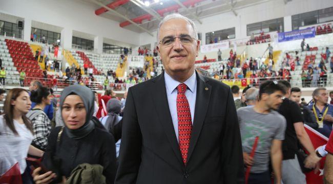 """Mehmet Akif Üstündağ: """"Galibiyeti taraftara armağan ediyoruz"""""""