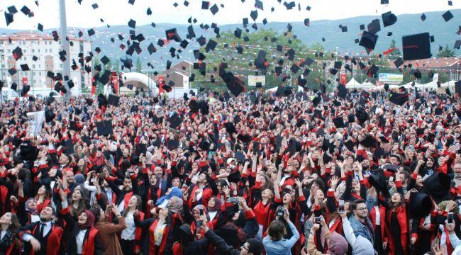Mustafa Ceceli konseriyle mezuniyeti kutladılar
