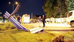 Otobüs otomobile çarptı: 3 ölü