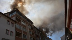 Sivas'ta 4 binanın çatısında çıkan yangın söndürüldü