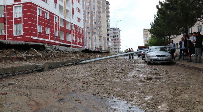 Sivas'ta aşırı yağış sonrası sitesinin istinat duvarı çöktü