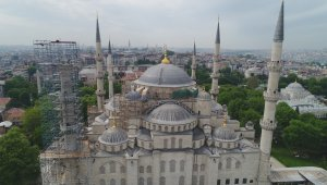 Sultanahmet Camii'nde camlar kırılarak restorasyon iskelesi kuruldu