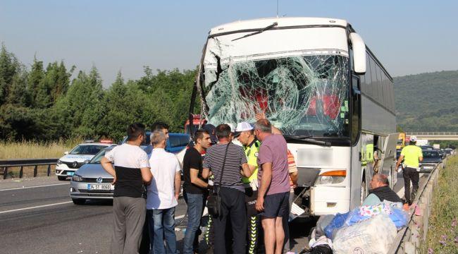 TEM otoyolunda 3 araç çarpıştı: 5 yaralı