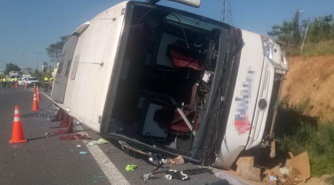 TEM otoyolunda otobüs devrildi :1 ölü