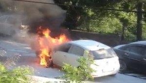 Zonguldak'ta seyir halindeki otomobil alev alev yandı
