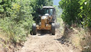 Bergama'nın Dört Bir Yanında Yol Çalışmaları Hızla Devam Ediyor