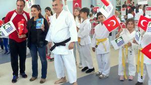 Foça'lı karateciler'den 'Yaza Merhaba'