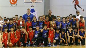 İzmir Efes Rotary'den 1. Minikler Basketbol Şenliği