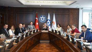 Türkiye-ABD Ekonomik İlişkileri İZTO'da değerlendirildi