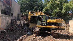 Karşıyaka'da metruk bina mücadeles