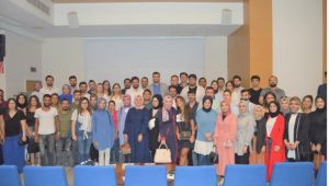 AK Partili gençler münazarada