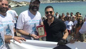 Aktivite arkadaşları Foça'da doğa temizliği yaptı