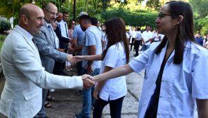 Başkan Soyer güne bayram kutlamasıyla başladı