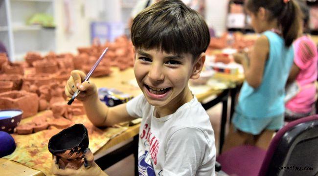 Bornova Belediyesi'nin seramik kursu çocukların hayallerini geliştiriyor