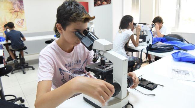 Bornova'da Yaz Bilim Atölyeleri uygulamalı eğitim veriyor