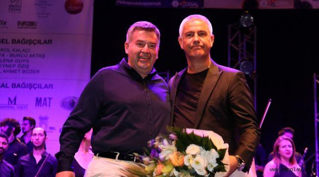 Dünyaca ünlü tenor Safina, patili dostlar yararına Çeşme'de konser verdi!