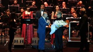 Başkan Soyer ile Zülfü Livaneli Kültürpark'ta buluştu