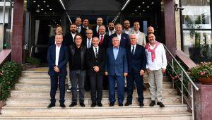 İzmir'in k öklü kulüpleri Tunç Soyer'le buluştu