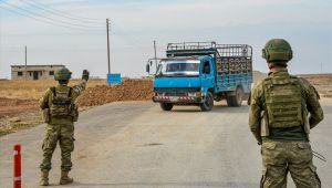 Barış Pınarı Bölgesindeki 41 Yol Kontrol Noktasında Terörist ve Bombalı Araç Geçişlerine Karşı Kapsamlı Arama-Tarama Yapılıyor