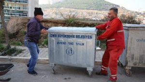 Bayraklı sokaklarına yeni çöp konteynerleri
