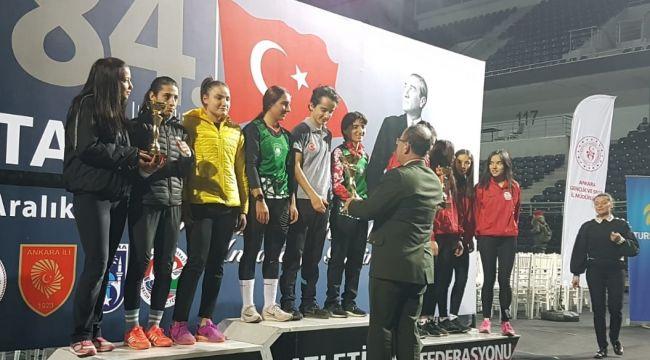 Gaziemir'in altın atletleri Türkiye şampiyonu
