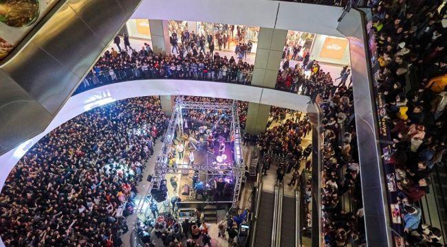 Mekanın Sahibinden İzdiham Gibi İzmir Konseri