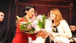 Pınar Ayhan Balçova'da Cumhuriyet'i anlattı