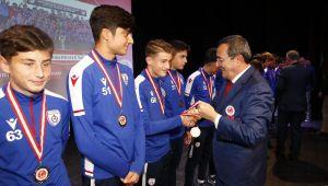 TÜRFAD, futbola emek verenleri yaşarken ödüllendirdi