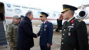 Bakan Akar ve TSK Komuta Kademesi, Yeni Yıla Kara, Deniz ve Hava Birliklerine Düzenledikleri Sürpriz Ziyaretlerle Girdi