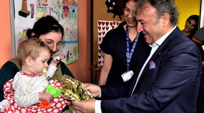 Başkan İduğ hastanedeki çocukları unutmadı