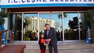 Başkan Oran'dan anlamlı karne hediyesi; NUTUK!
