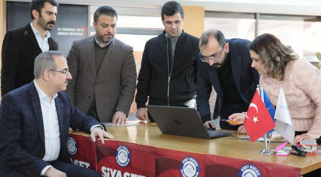 AK Parti İzmir İl Başkanı Sürekli;''Türkiye'de siyasete akademik yaklaşan tek partiyiz''