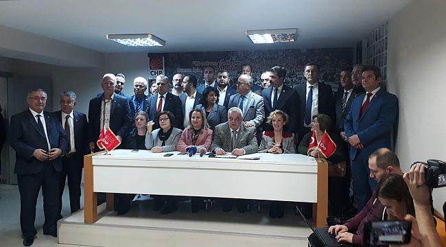 CHP İzmir'de 30 ilçe başkanından Yücel'e destek
