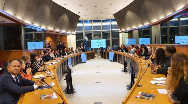 CHP'li Purçu Avrupa Parlamentosuna Roman Çıkartması Yaptı