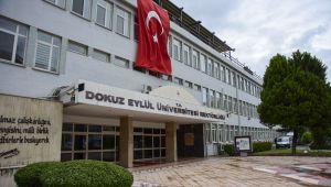 DEÜ Şehitler Anısına Türk Bayraklarıyla Donatıldı