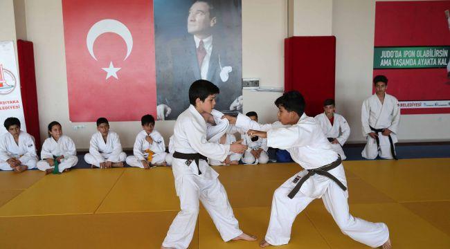 Karşıyaka'da geleceğin judocuları yetişiyor