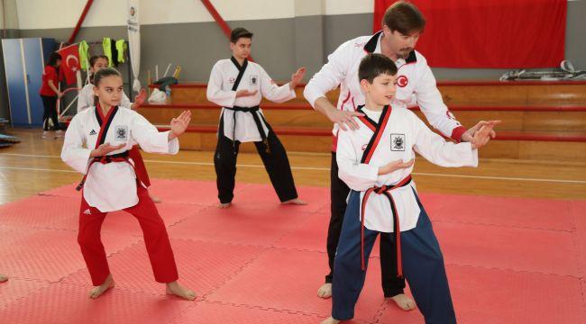 Şampiyon antrenör, şampiyon taekwondocular yetiştiriyor