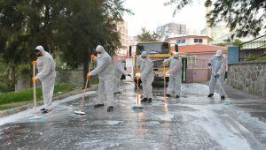 Çiğli'de sokaklar yıkandı, banka ve ATM'ler dezenfekteedildi