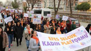 Efes Selçuk 8 Mart'ta İnsanlık için Yürüdü