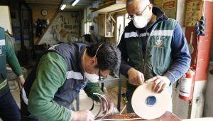 Konak'ta atölyeler virüse karşı siperlik üretiyor
