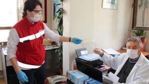 Ödemiş Belediyesi yüz siperliği dağıtımını sürdürüyor