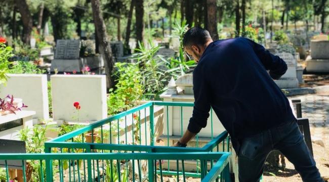 Güzelbahçe'de Mezarlıklarda Bayram Hazırlığı