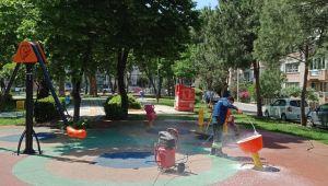 Konak'ta parklar çocuklar için hazırlanıyor