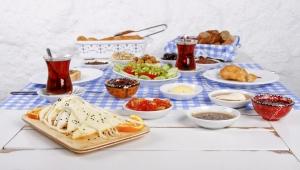 Ramazan Bayramı'nda aşırıya kaçmadan beslenmenin yolları